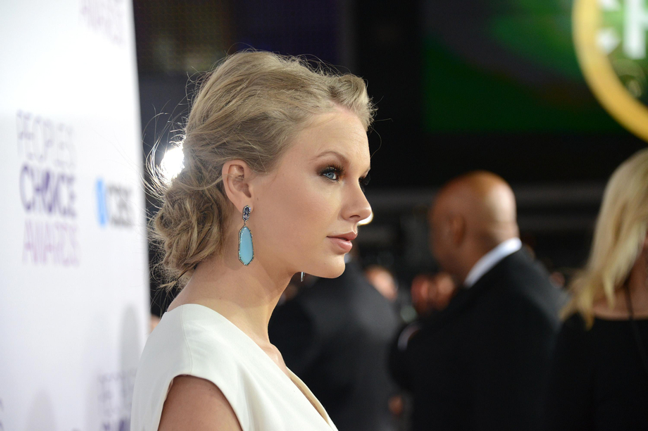 I Can\'t Decide If It\'s A Choice Getting Swept Away   Taylor Swift  Porn XXX   Celebrity Nakeds XXX