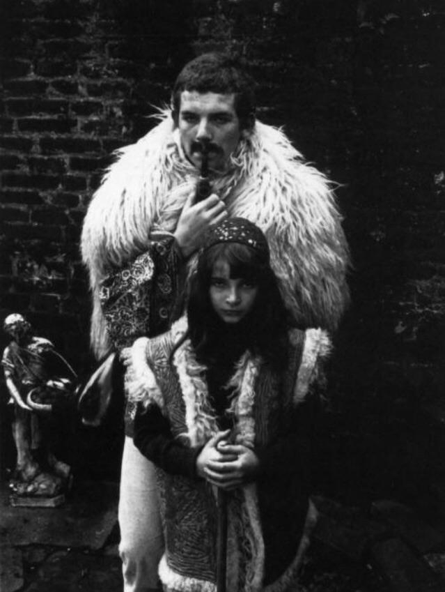I'm in love with this photo of little Kate and her father | Kate Bush  Porn XXX | Celebrity Nakeds XXX