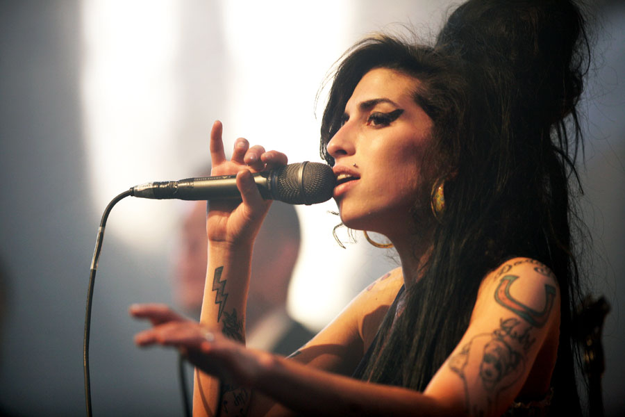 nobody stands in between me and my man   Amy Winehouse  Porn XXX   Celebrity Nakeds XXX