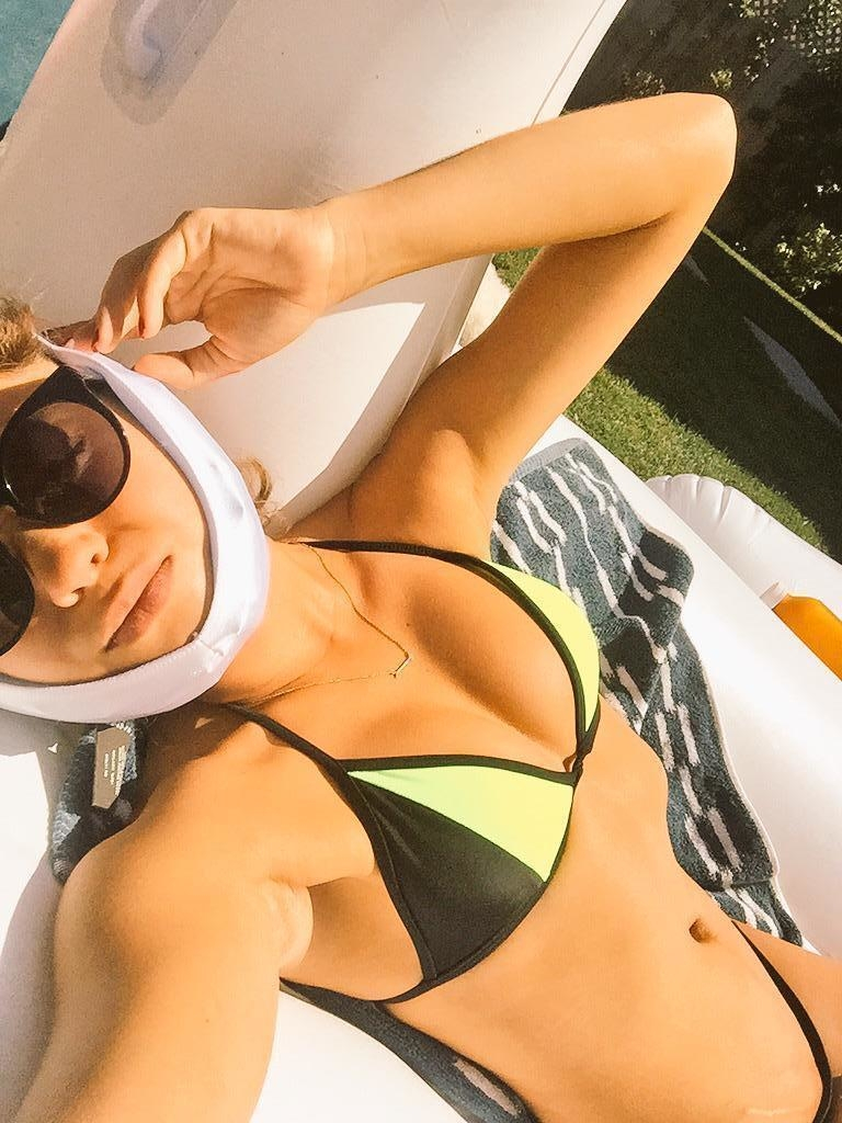 Sarah Hyland sunning after a dental boo-boo | Celeb Porn XXX | Celebrity Nakeds XXX